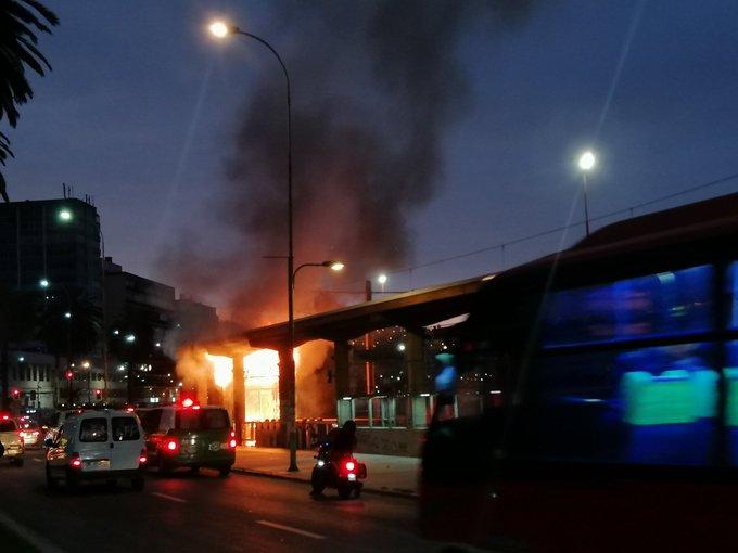 Caos en Valparaíso: queman estación del Merval, saquean supermercados y El Mercurio de Valparaíso