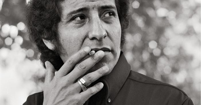 Teatro Nacional Chileno homenajea a Víctor Jara con camarín que llevará su nombre