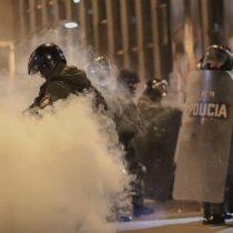 Policía dispersa choques entre opositores y seguidores de Evo Morales