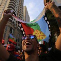Centenares de manifestantes corean