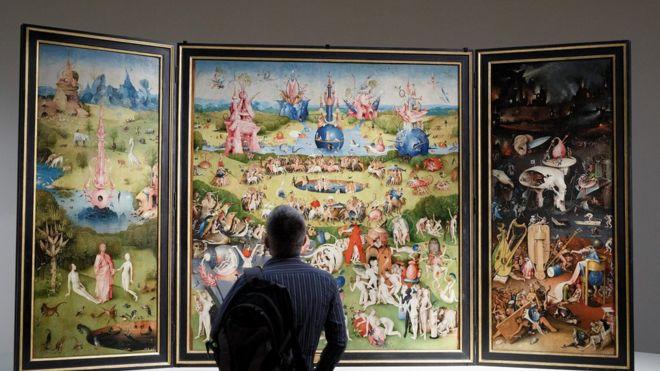 """Museo del Prado: los mensajes escondidos en """"El jardín de las delicias"""" de El Bosco, uno de los cuadros más enigmáticos de la pinacoteca madrileña"""