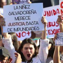 """Piden justicia en El Salvador para menor al grito de """"las niñas no se tocan"""""""