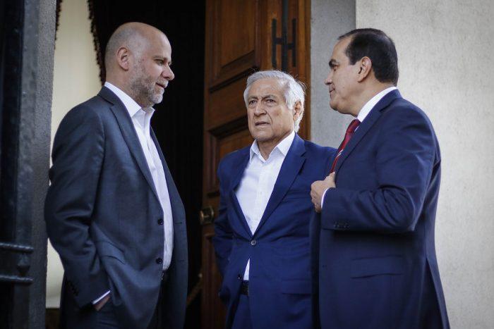 Tres partidos de oposición presentan siete propuestas al gobierno para abordar la crisis social
