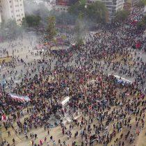 Miles de manifestantes se congregaron en Plaza Italia en una nueva jornada masiva de protestas