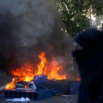 Barricadas, incendios, saqueos y heridos con perdigones se registran en Santiago y regiones en nueva jornada de protesta