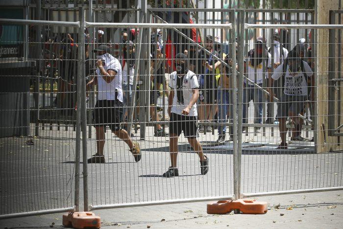 Retorno del fútbol chileno: hinchas de Colo-Colo invaden estadio de La Florida y se decide suspender el encuentro