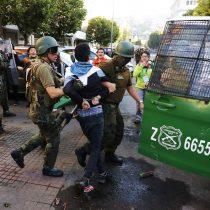 Nuevo balance de Carabineros: 61 personas detenidas y 6 uniformados heridos