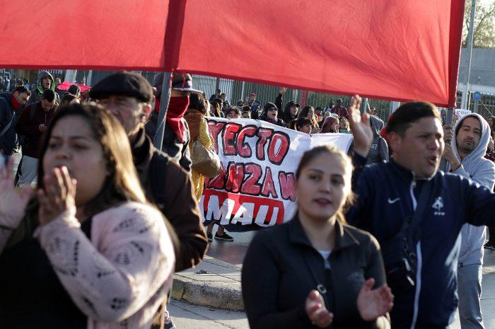 Manifestantes cortan el tránsito de forma simultánea en Cerrillos y Peñaflor generando gran atochamiento vehicular