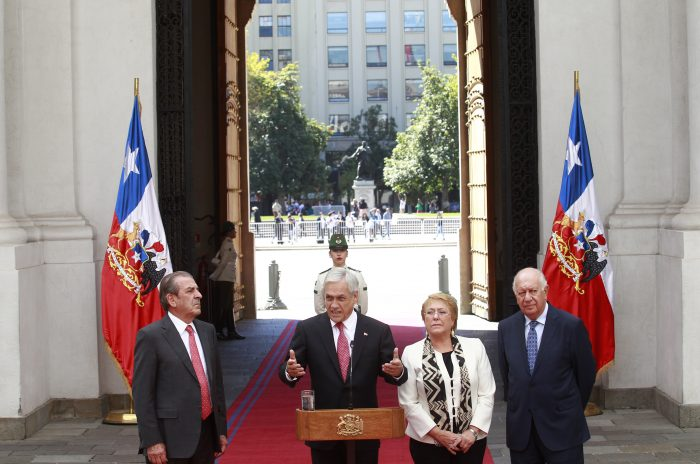 Llamado a Bachelet y reuniones con Frei y Lagos: las gestiones de Piñera en medio de la crisis