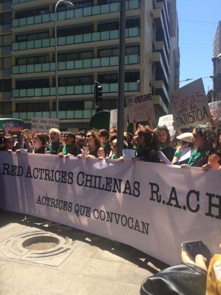Red de Actrices Chilenas se manifestó fuera del Ministerio de la Mujer en contra de Isabel Plá