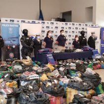 PDI y la Armada incautan más de cuatro toneladas de marihuana desde una barcaza extranjera en las costas chilenas
