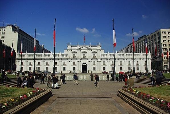 Apoyo transversal a una nueva Constitución comienza a cercar a La Moneda: se suma la Iglesia y el consejo de rectores
