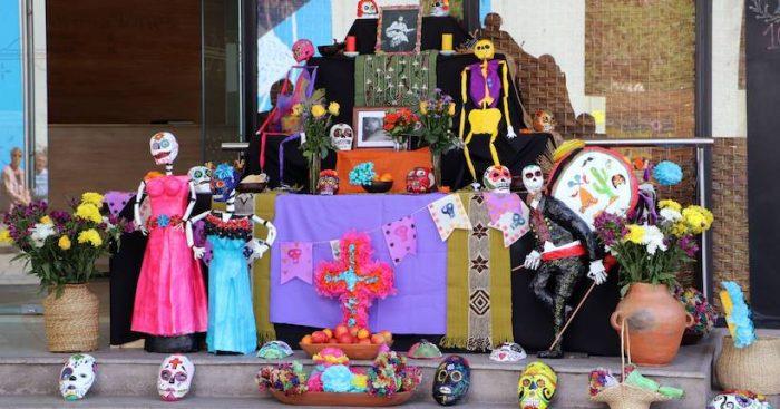 Con altar del Día de los Muertos Museo Violeta Parra recuerda a las personas fallecidas en las manifestaciones sociales