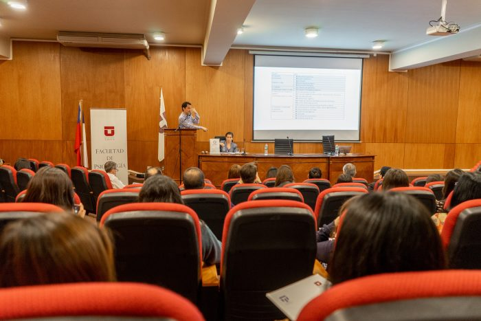 En UTalca experto británico en psiquiatría advierte posible incremento del estrés en los chilenos que puede desencadenar trastornos postraumáticos