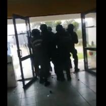Manifestantes atacan subcomisaría de San Antonio