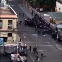 Carabineros acorralan a manifestantes en pleno centro de Valparaíso