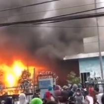 Incendian y saquean locales del Mall Arauco Quilicura tras denuncias de torturas en el lugar