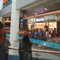 Manifestación se toma el interior del Mall Costanera Center