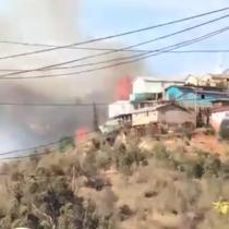 """Alcalde Jorge Sharp por incendio en Rodelillo: """"Esto es claramente intencional"""""""