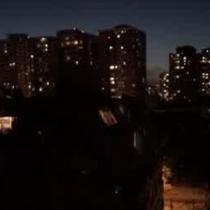 Cacerolazos nocturnos se toman el centro de Santiago en homenaje a Gustavo Gatica