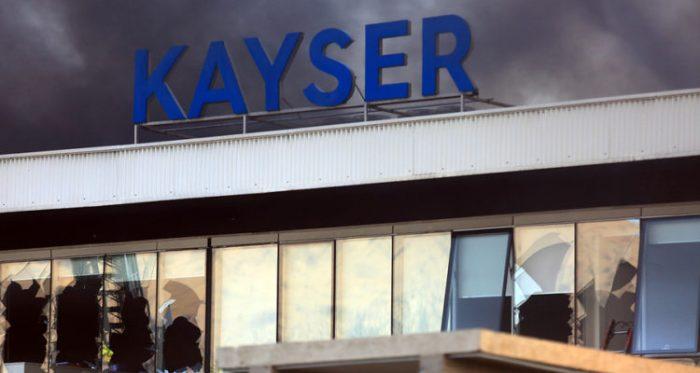Joven de 17 años muerto en incendio de la fábrica Kayser tenía tres orificios en el tórax que no fueron medidos por el SML