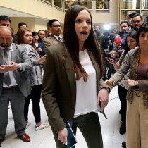 """Camila Flores e Ignacio Urrutia buscan sacar del Congreso a diputados PC y del FA por """"incitar a la alteración del orden público"""""""