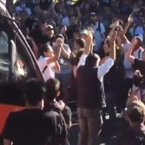 Chófer bajó de micro para bailar junto a manifestantes en Viña del Mar