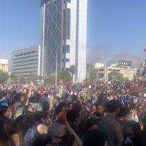 Manifestaciones masivas no se van de Plaza Italia ni de regiones a un mes de la Rebelión de Octubre
