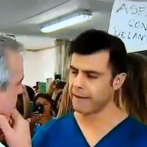 La violenta funa que vivió el ministro Mañalich en su visita al hospital del Salvador