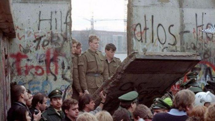 A 30 años de su derrumbe: el muro, un amor fatal