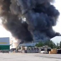 Incendio de grandes proporciones afecta al sector industrial de Pudahuel
