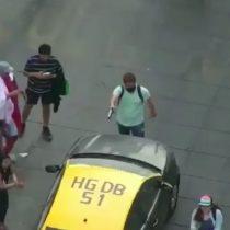 Hombre es detenido luego de amenazar a automovilistas con arma de juguete en manifestaciones de Santiago Centro