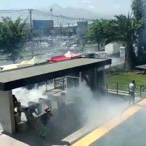 Carabineros lanzan bombas lacrimógenas adentro del Duoc UC de Puente Alto