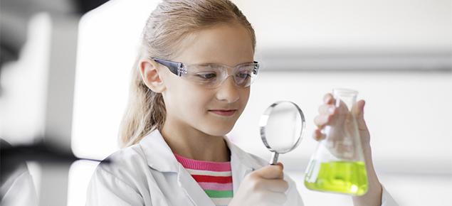 Brechas en las ciencias: más de 700 niñas de Chile y Latinoamérica recibirán estudios online en áreas de astronomía, tecnología, robótica y biología