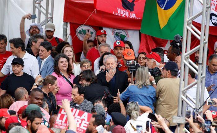 Lula al salir de la cárcel luego de 580 días: