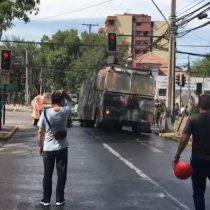 Plaza Ñuñoa: manifestantes y estudiantes del Liceo Manuel de Salas protestan a un mes del estallido social