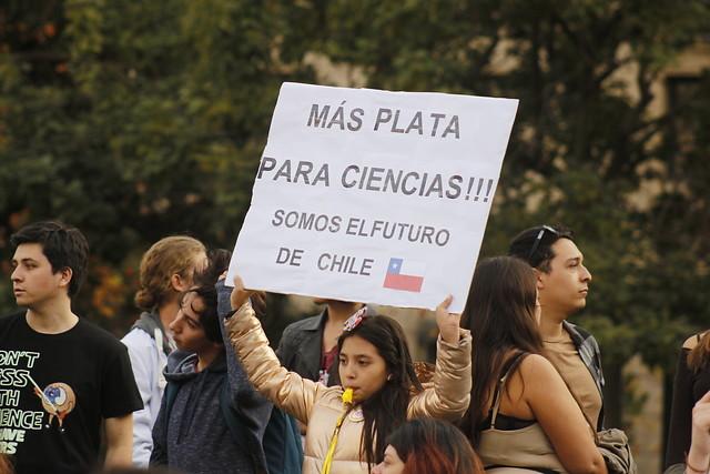 Duras críticas de los científicos a los recortes de Becas Chile por parte del Ministerio de Ciencia