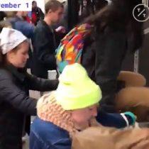 Jóvenes saltan torniquetes del metro de Nueva Yorken protesta contra la violencia policial