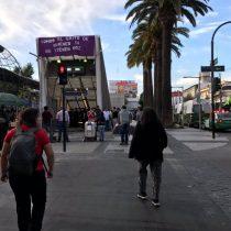 Estudiantes secundarios realizan manifestación afuera de la estación Plaza Puente Alto y se suspende el servicio