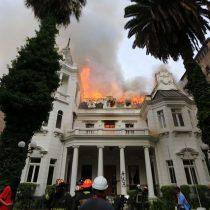 Así quedó el edificio de la UPV tras incendio en medio de protestas: Carabineros detuvo a tres personas