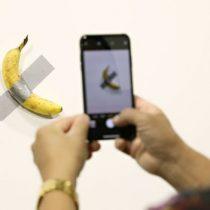 Artista se comió el plátano de US$120.000 expuesto por Maurizio Cattelan en el Art Basel de Miami