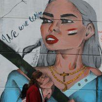 En fotos: las mujeres en Irak reivindican sus derechos pintando en los muros de Bagdad