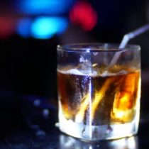 Concejo municipal de Vitacura no renueva patente de alcoholes a dos clubes nocturnos