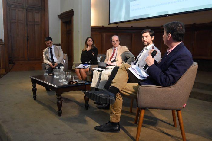 Debate en la UC sobre la crisis de orden público y violación a los  derechos humanos