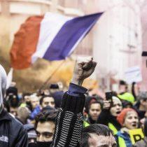 Macron prepara su reforma de pensiones bajo presión de masiva movilización social