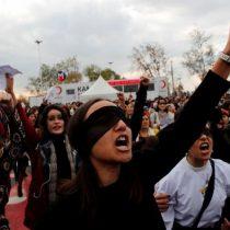 """Feministas turcas arriesgan hasta dos años de cárcel por cantar """"un violador en tu camino"""""""