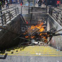 Carabineros presentó querella por acusaciones de torturas en la estación Baquedano