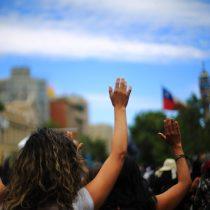 "Mujeres en Rapa Nui se manifiestan para modificar la ""Ley Pascua"""