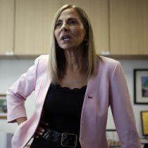Ministra de la Mujer recibe ola de críticas en Twitter tras destacar intervención de Las Tesis
