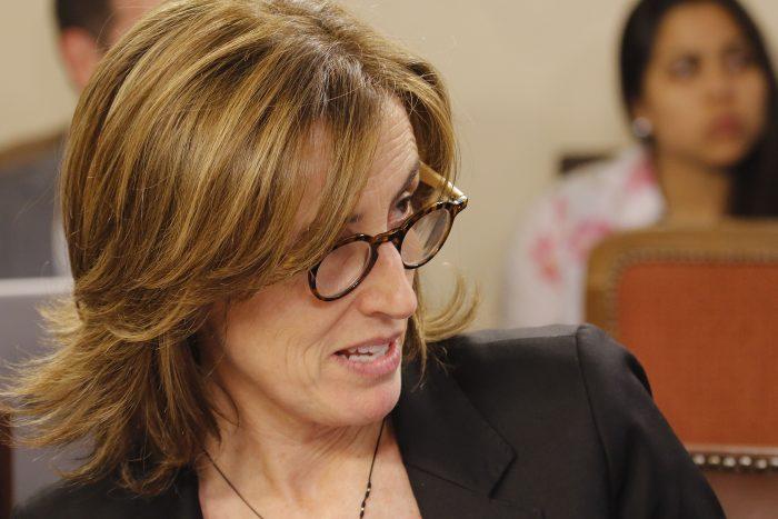 Ante amenazas de funas, ministra Cubillos llama a la